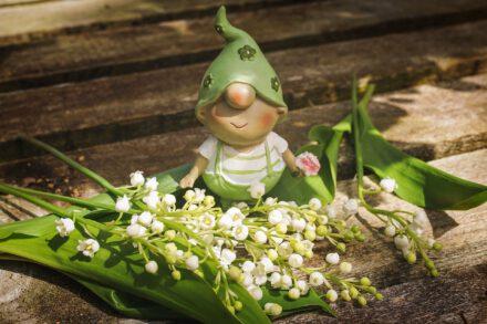 Pihan kasvit voivat olla myrkyllisiä - mökkeilijän lääkekaappi